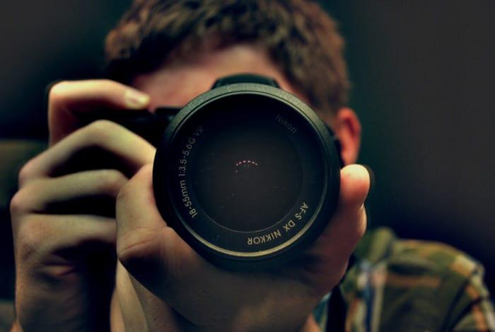 Perlengkapan Study Tour Membawa Kamera