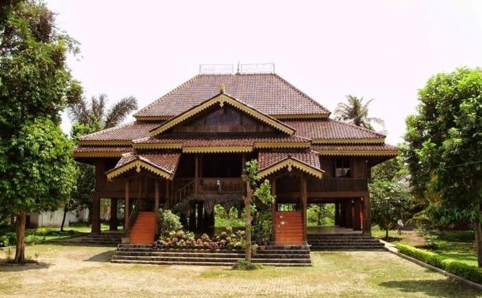 Foto rumah adat di indonesia dan penjelasannya 44