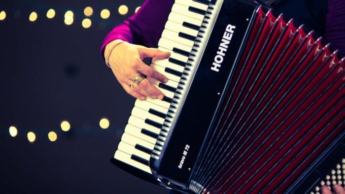 Alat Musik Melodis di Tekan