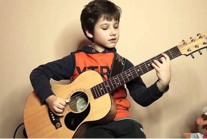 7 Cara Jitu Belajar Gitar untuk Pemula Agar Mahir dalam Waktu 1 Minggu !
