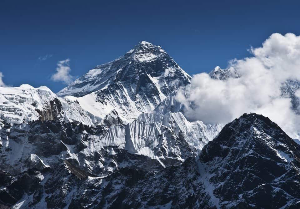 100+ Nama Gunung di Indonesia Beserta Ketinggian dan Lokasinya !