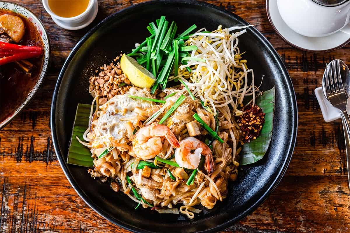 gambar makanan khas thailand Pad Thai