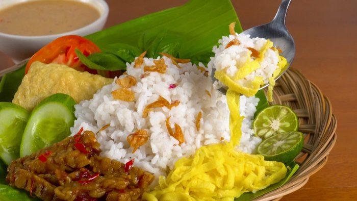 gambar makanan khas banten nasi uduk serang