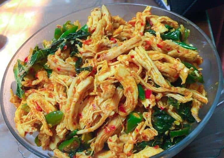 gambar makanan khas kalimantan timur Ayam Suwir Cabai Hijau