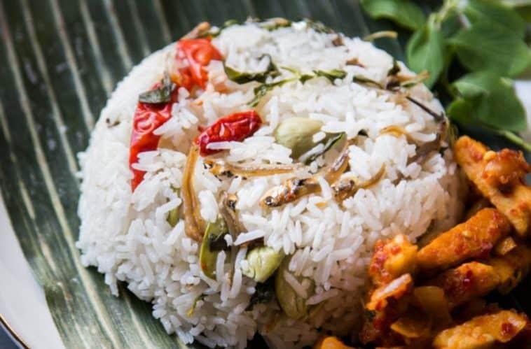 gambar makanan khas kalimantan timur Nasi Bekepor