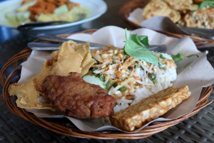gambar makanan khas malang nasi pecel kawi
