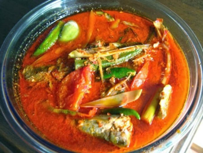 gambar makanan khas riau asam pedas ikan baung