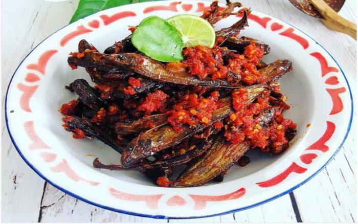 gambar makanan khas riau ikan asap selais
