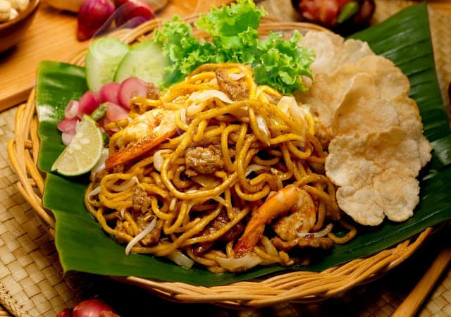 gambar makanan khas sulawesi utara mie cakalang