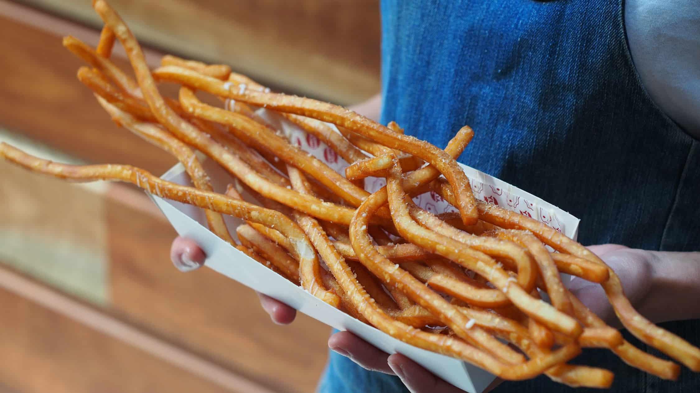 gambar makanan kekinian Super Long Fries