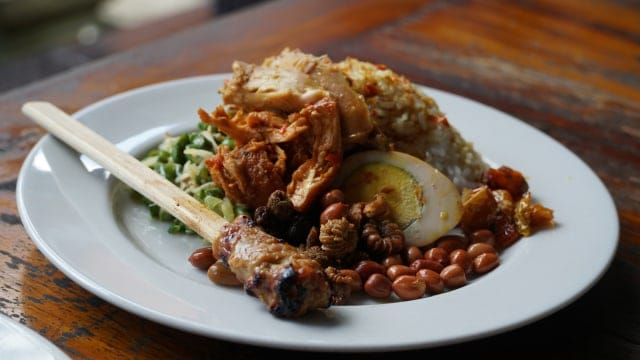 gambar makanan khas bali Nasi Ayam Kedewatan