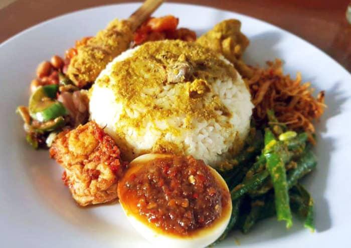 gambar makanan khas bali Nasi Campur Bali