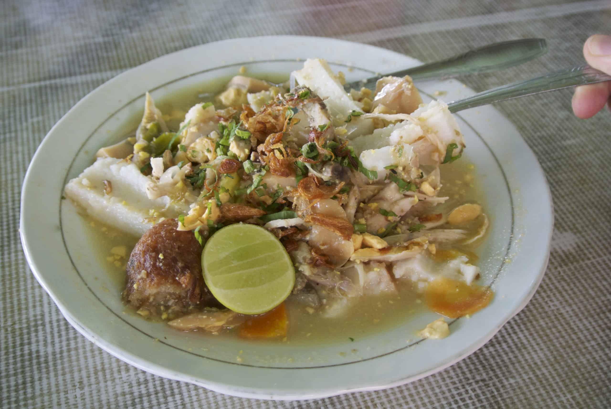 gambar makanan khas bangka belitung Soto Ketupat