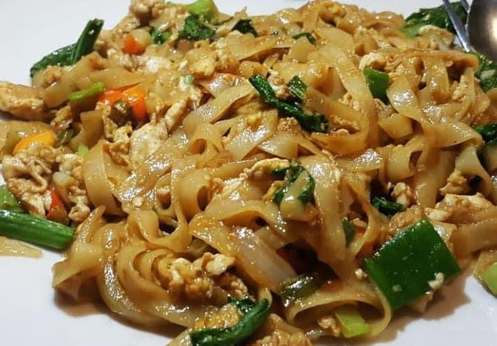 gambar makanan khas kalimantan barat Kwe Tiaw Goreng