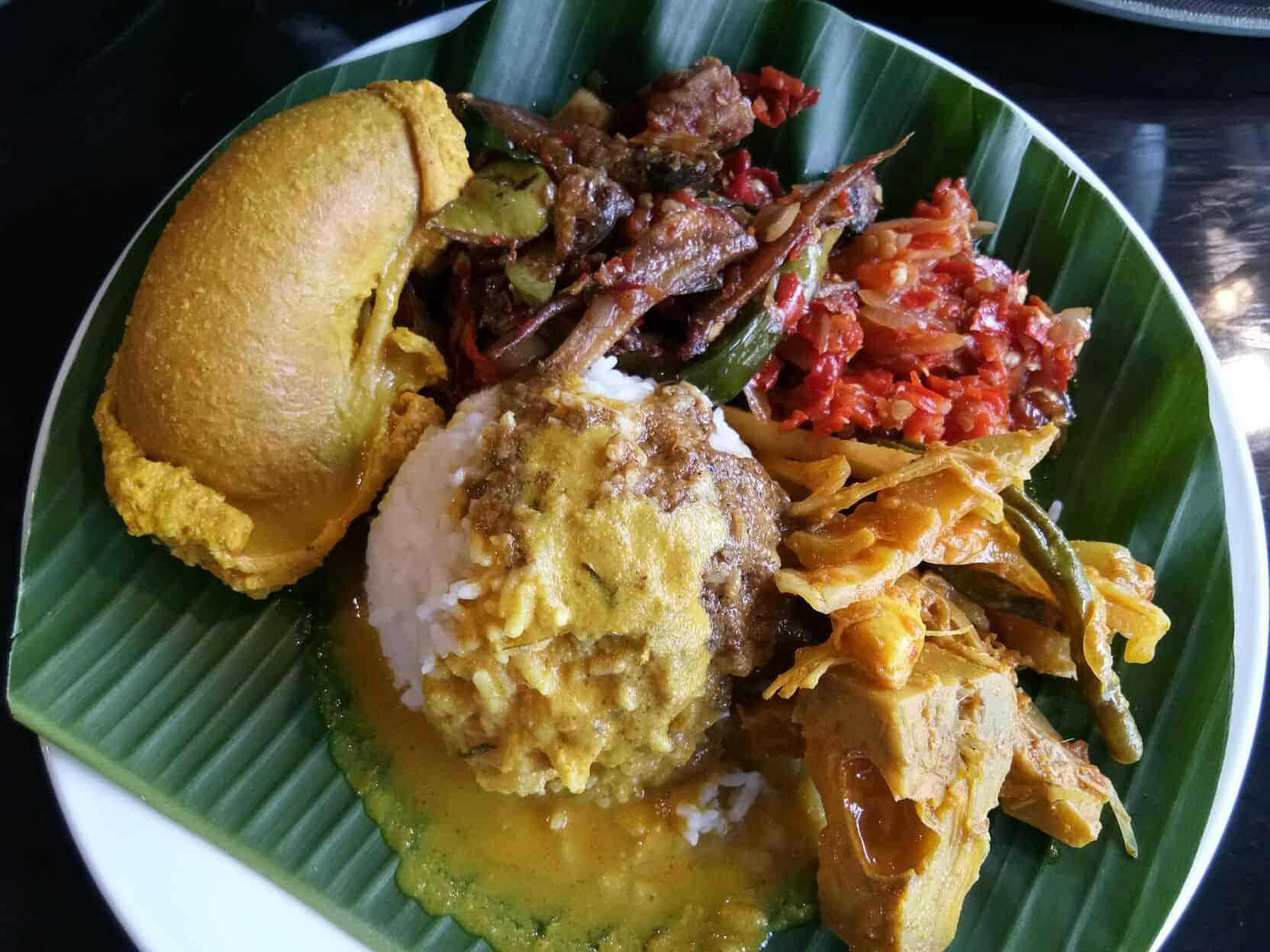 gambar makanan khas sumatera barat Nasi Kapau