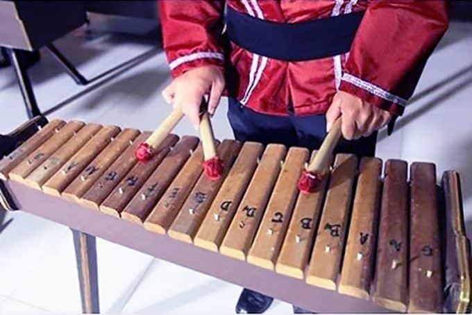 alat musik melodis kolintang