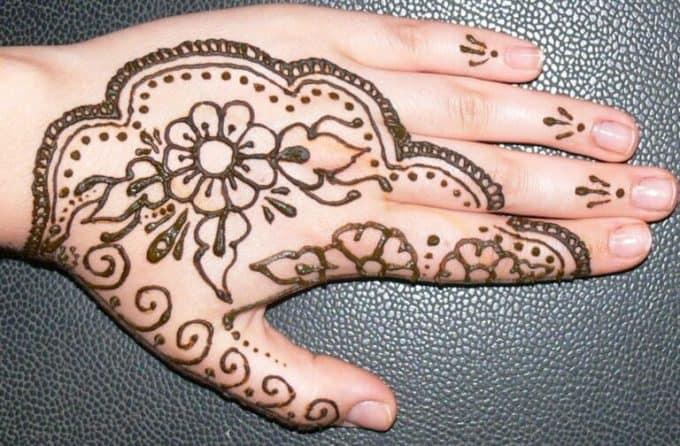 Henna Motif Bunga