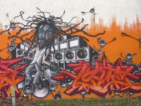 grafiti orang kribo dan musik