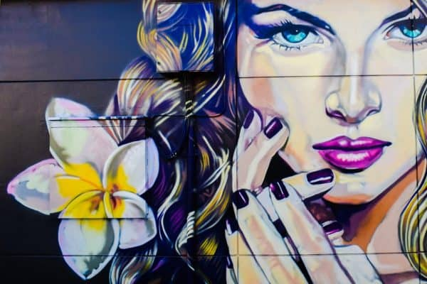 grafiti wanita dan bunga